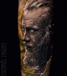 tatuaje Ragnar vikingos a color