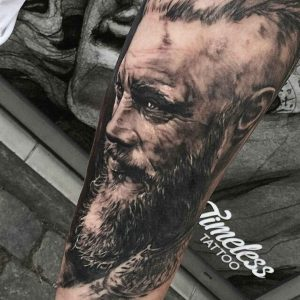 tatuaje ragnar brazo 2