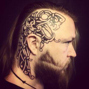 tatuaje vikingo cabeza